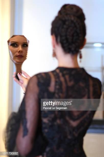 "Jeade Pasquier, La commedia character looks at helself in a mirror for the ""Il Medico Della Peste"" 2020/2021 Winter Franck Sorbier Haute Couture..."