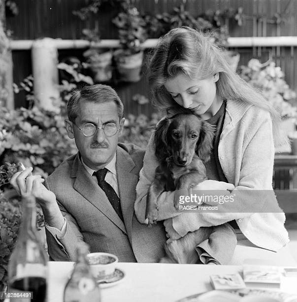 Jean Anouilh And His Daughter Catherine En 1962 l' écrivain et dramaturge français Jean ANOUILH fumant une cigarette assis à une table apres un repas...