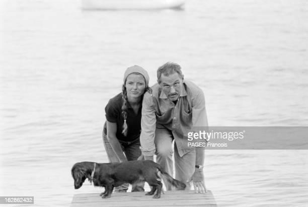 Jean Anouilh On Holiday In Arcachon France Arcachon l'écrivain et dramaturge français Jean ANOUILH est en vacances en famille Ici avec sa fille...