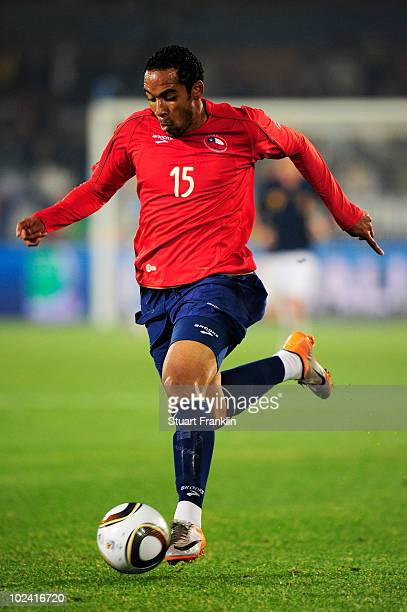 Jean Beausejour of Chile in action during the 2010 FIFA World Cup South Africa Group H match between Chile and Spain at Loftus Versfeld Stadium on...