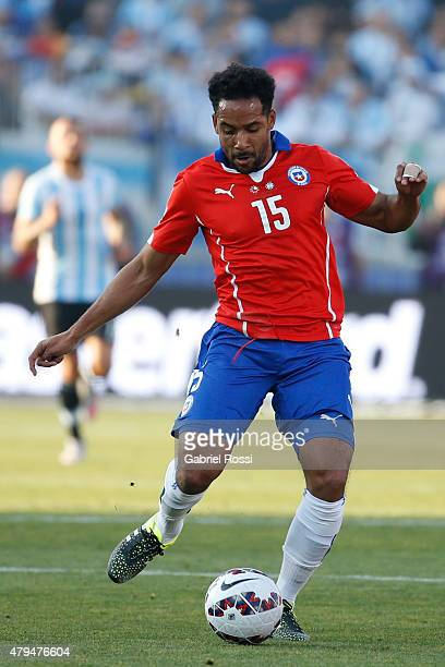Jean Beausejour of Chile passes the ball during the 2015 Copa America Chile Final match between Chile and Argentina at Nacional Stadium on July 04...