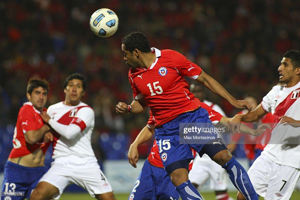 Chile v Peru - Group C Copa America 2011
