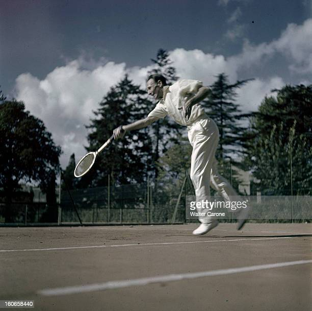 Jean Borotra Tennis Player France octobre 1949 à 52 ans l'ancien champion de tennis français Jean BOROTRA vient de battre l'espoir anglais Geoff...