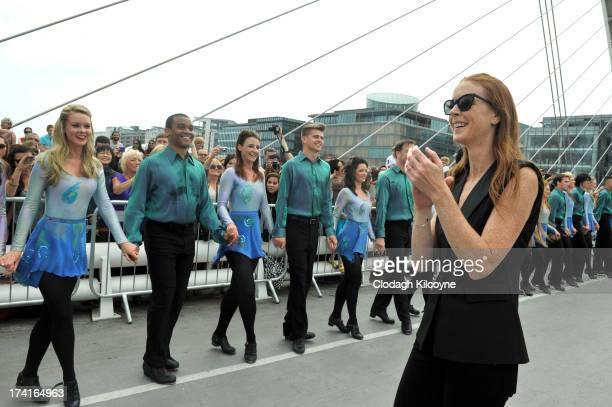 Jean Butler Ireland broke the World Record of dancers in a line with a total of 1693 people Irish Dancing from 44 countries who gathered on the banks...