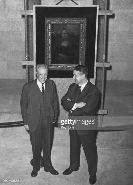 Jean Chatelain director of the Louvre in Paris poses with John Walker director of the National Gallery of Art in Washington DC in front of the 'Mona...