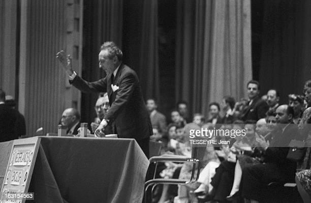 Jean Cocteau At Brussels Universal Exhibition In 1958 En 1958 à l'occasion de l'Exposition Universelle Jean COCTEAU applaudit par le public...
