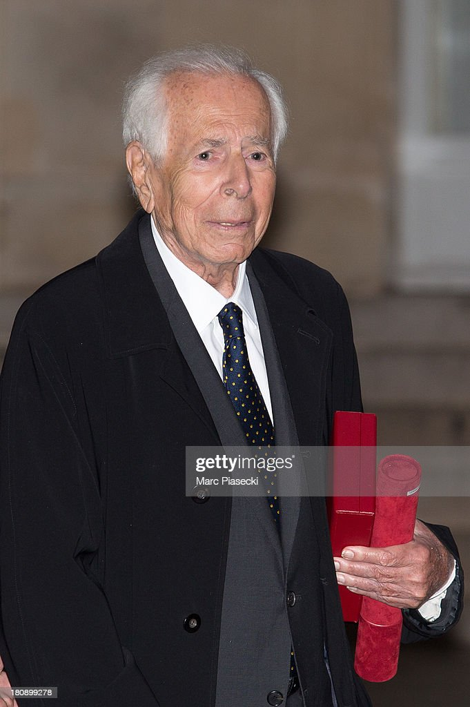 Jean Daniel leaves the 'Elysee' Palace after receiving the 'grand officier de la legion d'honneur' medal at Elysee Palace on September 17, 2013 in Paris, France.
