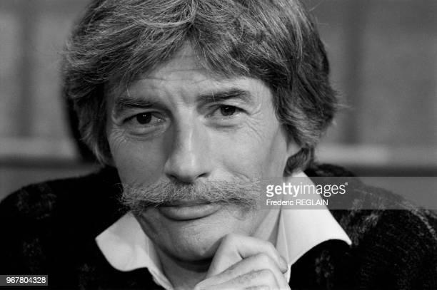 Jean Ferrat lors d'un show télévisé à Paris le 16 décembre 1985 France
