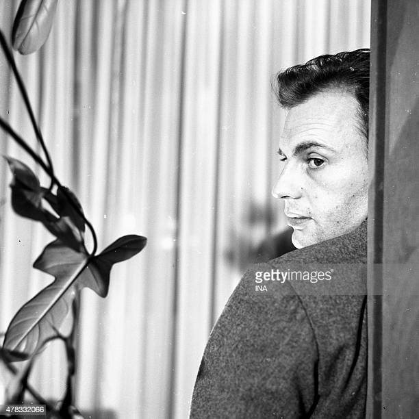 Jean Louis Trintignant in an episode of the series The blue train stops thirteen times entitled Market in hand and directed by Michel Drach