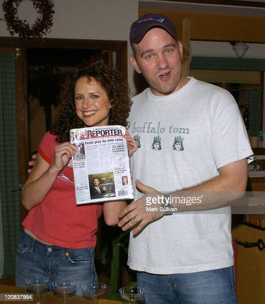 Jean Louisa Kelly and Mike O'Malley on set of Yes Dear