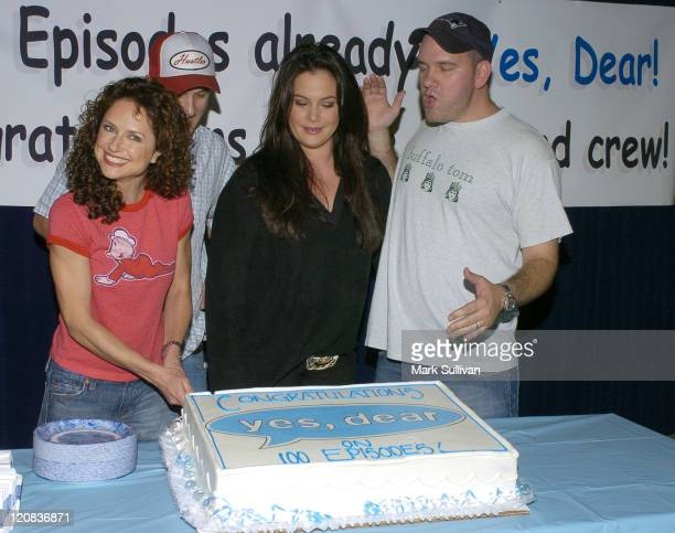 Jean Louisa Kelly Anthony Clark Liza Snyder and Mike O'Malley celebrate the 100th episode of Yes Dear
