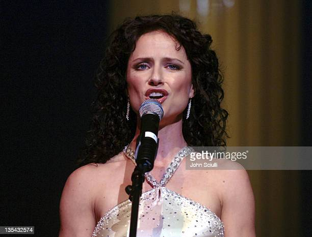 Jean Louisa Kelly performs What the World Needs Now/Try to Remember from The Look of Love