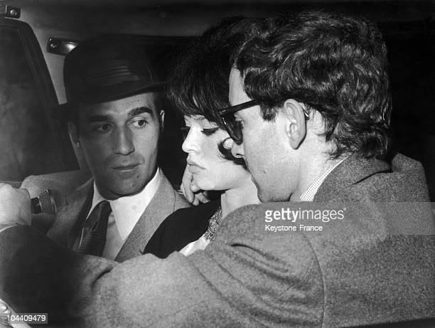 Jean Luc GODARD shooting the first scenes of the film LE MEPRIS in Rome on April 28 1963 From left to right the French actors Michel PICCOLI and...