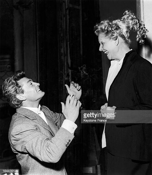 Jean Marais And Elvire Popesco In The Play La Machine Infernale In 1954