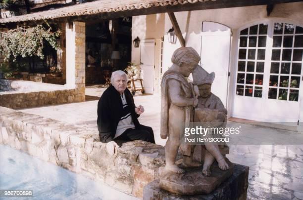 Jean Marais dans sa maison de Vallauris en décembre 1997 France