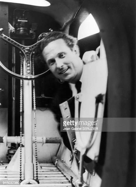 Jean MERMOZ at the door of the cockpit. 1937 Jean MERMOZ à la porte du poste de pilotage, 1937.