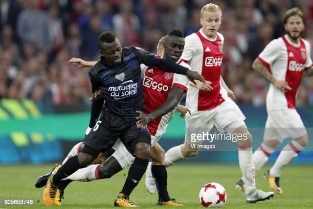 Jean Michel Seri of OCG Nice Davinson Sanchez of Ajax Donny van de Beek of Ajax Lasse Schone of Ajax during the UEFA Champions League third round...
