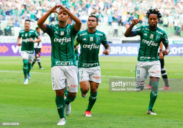 Jean of Palmeiras celebrates after scoring their first goal during the  match between Palmeiras and Vasco 096cd1a654dc7