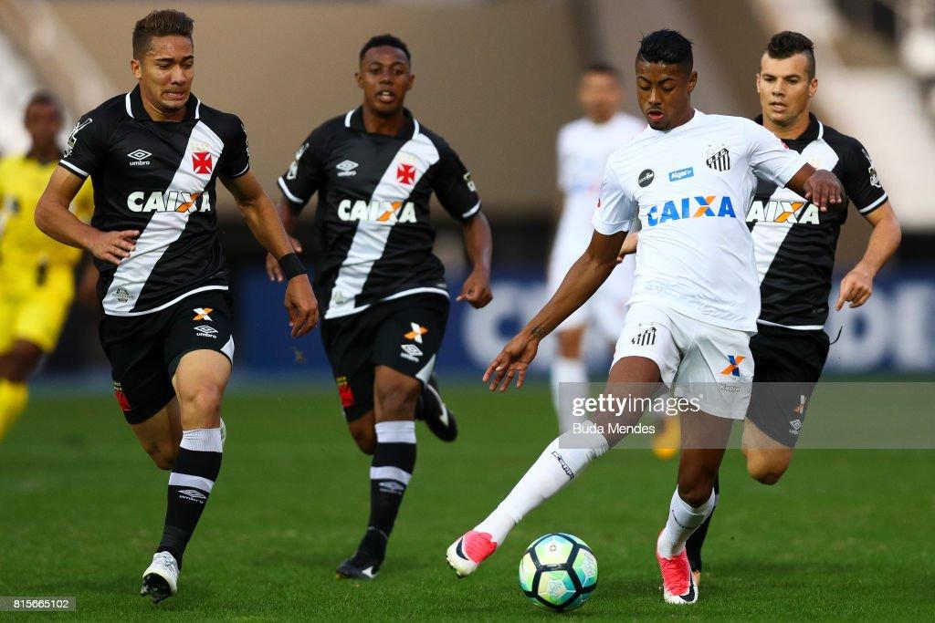 Jean (L) of Vasco da Gama struggles for the ball with Bruno Henrique of Santos during a match between Vasco da Gama and Santos as part of Brasileirao Series A 2017 at Nilton Santos Stadium on July 16, 2017 in Rio de Janeiro, Brazil.