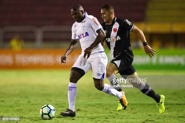 Jean of Vasco da Gama struggles for the ball with Sassa of Cruzeiro during a match between Vasco da Gama and Cruzeiro as part of Brasileirao Series A...