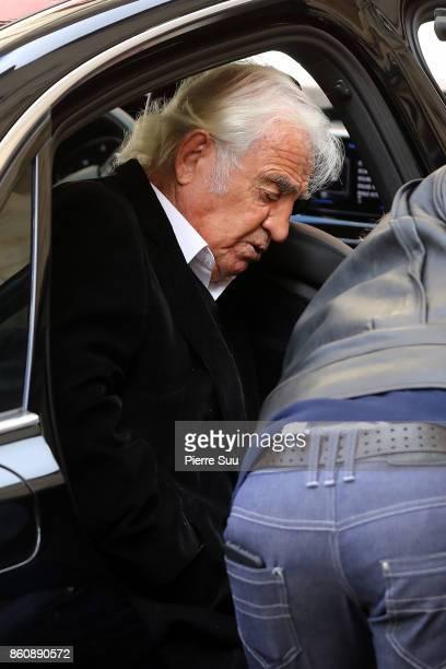 Jean Paul Belmondo arrives at ean Rochefort's Funeral At Eglise SaintThomas D'Aquin on October 13 2017 in Paris France