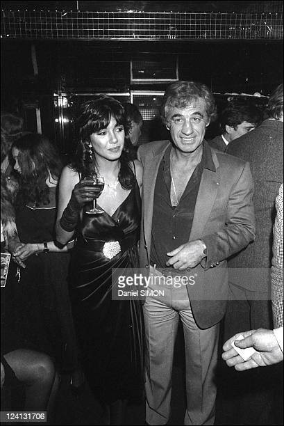 Jean Paul Belmondo celebrates the success and video of Le professionel In France In December 1981 With Carlos Sotto Mayor