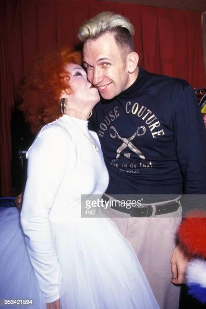Jean Paul Gaultier et l'accordéoniste Yvette Horner au Casino de Paris en décembre 1990 France