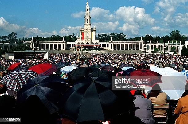 Jean Paul II beatification of 2 small shepherds in Fatima Portugal in May 2000