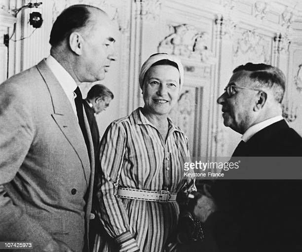 Jean Paul Sartre And Simone De Beauvoir Speaking With Rene Mabeu At Leningrad In Russia