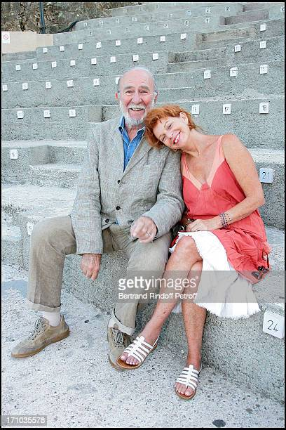Jean Pierre Marielle and Agathe Natanson on the stage of the Ramatuelle Festival in the play Les Mots Et La Chose