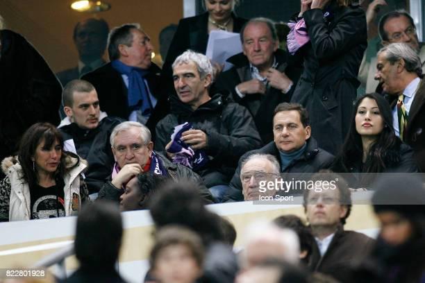 Jean Pierre RAFFARIN / Raymond DOMENECH / Jean Pierre ESCALETTES / Eric BESSON et sa compagne Marseille / Bordeaux Finale Coupe de la Ligue Stade de...