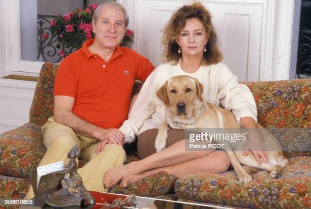 Jean Poiret et Caroline Cellier chez eux à Paris en janvier 1988 France