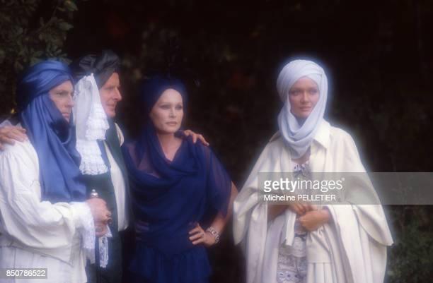 Jean Poiret Jacques François Ursula Andress et Mimi Coutelier sur le tournage du film 'Liberté Égalité Choucroute' réalisé par Jean Yanne en...