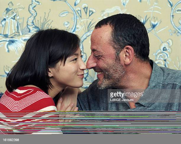 """Jean Reno And Ryoko Hirosue Featured In The Film """"wasabi"""" By Gérard Krawczyk Written And Produced By Luc Besson. Paris - Octobre 2001- pour le film..."""