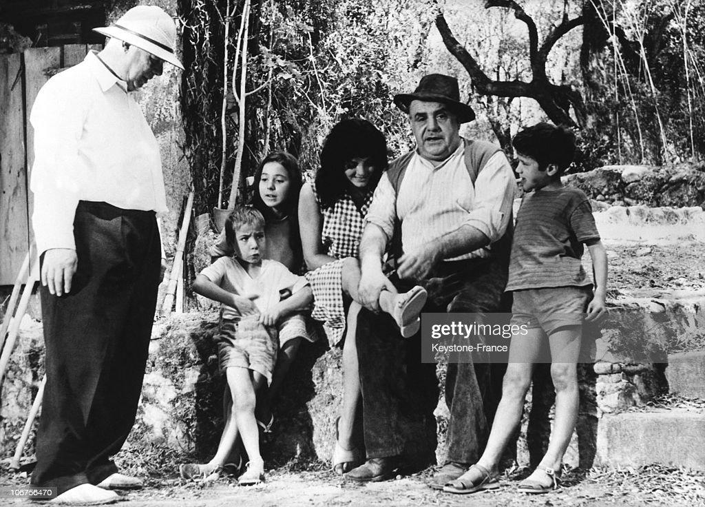 Jean Renoir, Catherine Rouvel And Fernand Sardou During The Filming Of Le Dejeuner Sur L Herbe. 1959 : Photo d'actualité