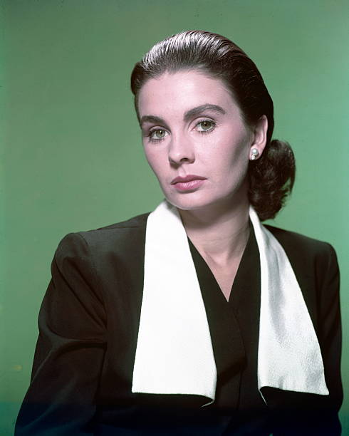 jean-simmons-britiish-actress-wearing-a-