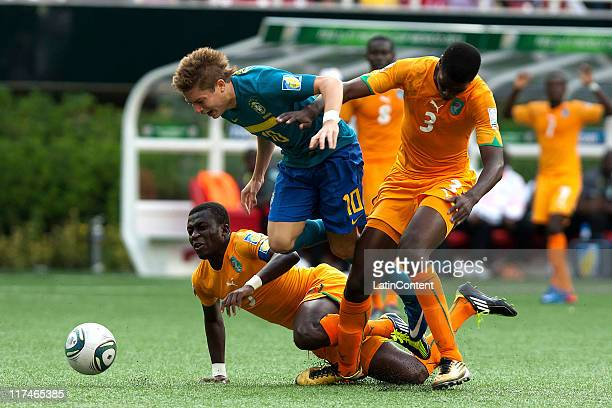 Jean Thome and Mory Kone of Ivory Coast struggles for the ball with Adryan of Brazil during the FIFA U-17 World Cup Mexico 2011 Group F match between...