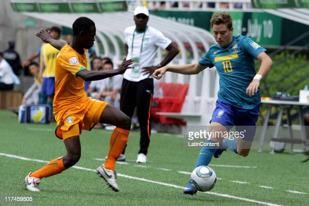 Jean Thome of Ivory Coast struggles for the ball with Adryan of Brazil during the FIFA U-17 World Cup Mexico 2011 Group F match between Ivory Coast...