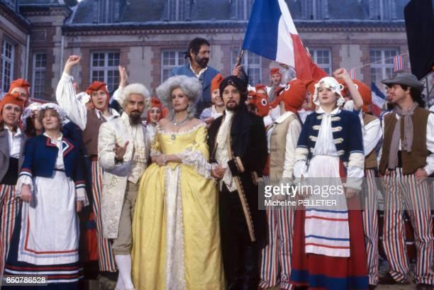 Jean Yanne Daniel Prévost Catherine Alric et Jean Poiret sur le tournage du film 'Liberté Égalité Choucroute' réalisé par Jean Yanne en septembre...