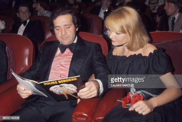 Jean Yanne et Mimi Coutelier lors d'une première aux Folies Bergère en mars 1977 à Paris France