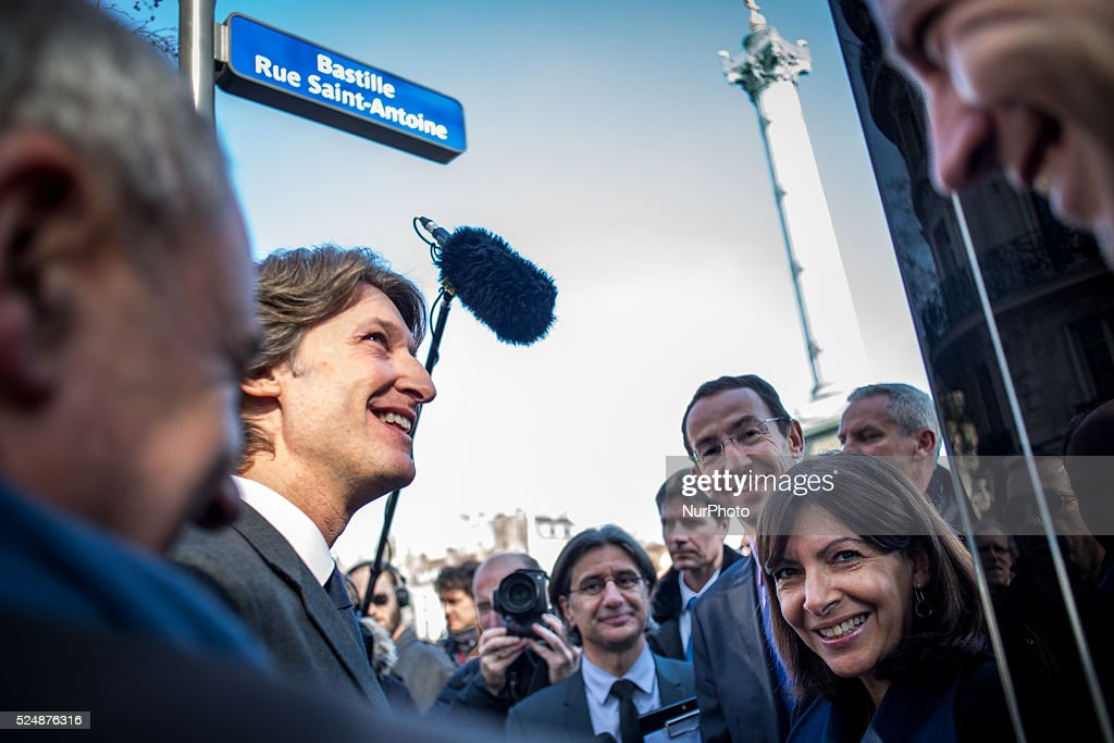 Unveiling of a bus stop fitted with a touch screen off the Place de la Bastille : News Photo