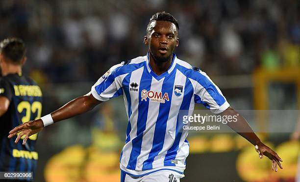 JeanChristophe Bahebeck of Pescara Calcio celebrates after scoring the opening goal during the Serie A match between Pescara Calcio and FC...