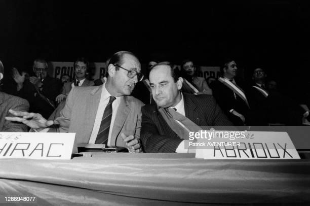 Jean-Claude Abrioux, candidat RPR aux élections municipales soutenu par Jacques Chirac lors d'un meeting de campagne à Aulnay-sous-Bois le 24 octobre...