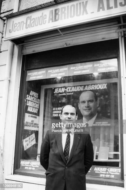 Jean-Claude Abrioux, conseiller général candidat de l'opposition aux élections municipales devant sa permanence électorale à Aulnay-sous-Bois le 18...