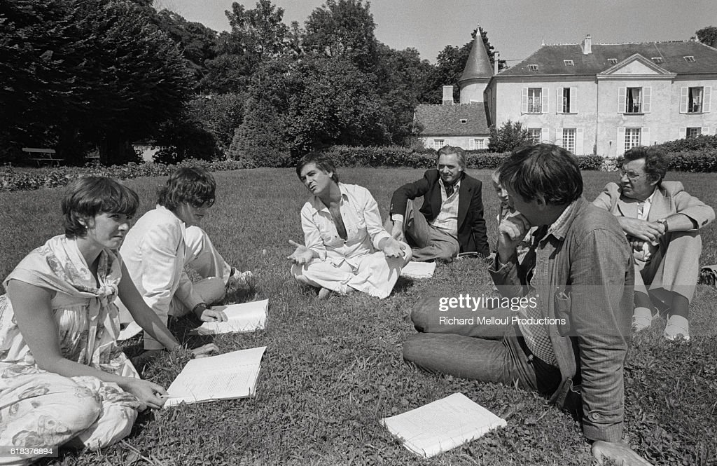 Jean-Claude Brialy and Actors Rehearse in Monthion Chateau : Photo d'actualité