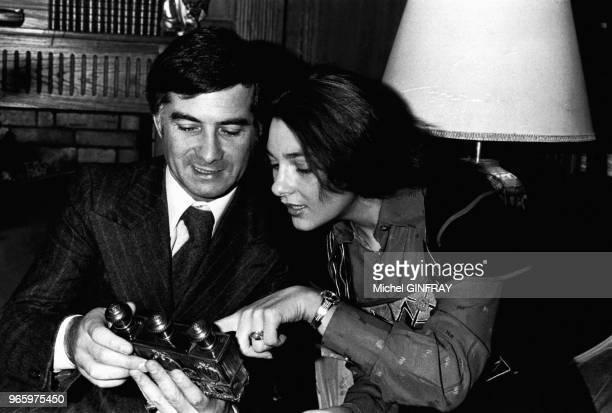 JeanClaude Brialy en compagnie de l'actrice Svetlana Toma de passage en France le 28 décembre 1977 Paris France
