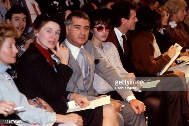 JeanClaude Brialy et Isabelle Adjani lors d'un défilé Chanel à Paris le 25 janvier 1983 France