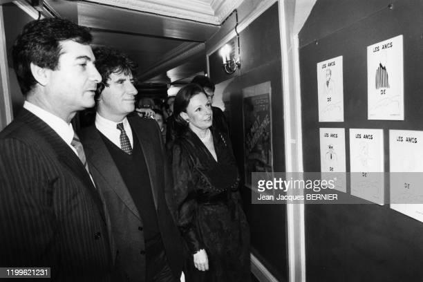 JeanClaude Brialy et Jack Lang lors de l'inauguration de l'exposition consacrée à Sacha Guitry à Paris le 30 janvier 1984 France