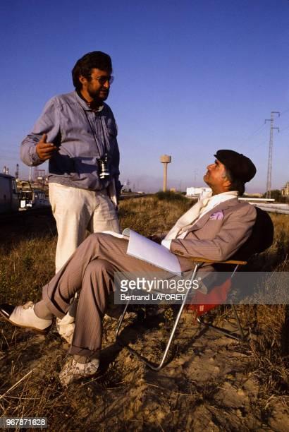 JeanClaude Brialy et le metteur en scène Maurice Dugowson lors du tournage du film 'Sarah' le 29 juillet 1981 Espagne