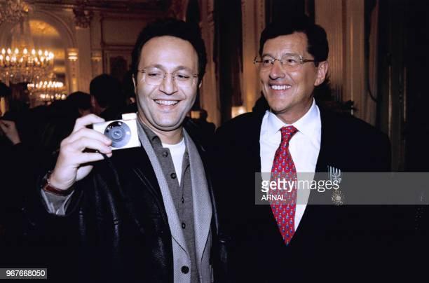 JeanClaude Camus reçoit la médaille des Arts et Lettres le 14 janvier 1997 en compagnie de l'animateur Arthur Paris France